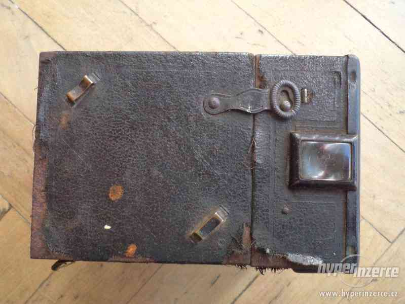 Historický Fotoaparát Coronet de Luxe (BOBOX, Tyranty) - foto 3