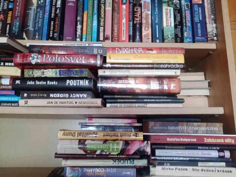 Velké množství knih