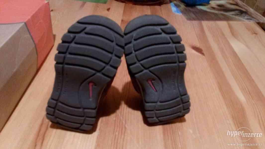 Dětské boty Nike vel 22 - foto 6