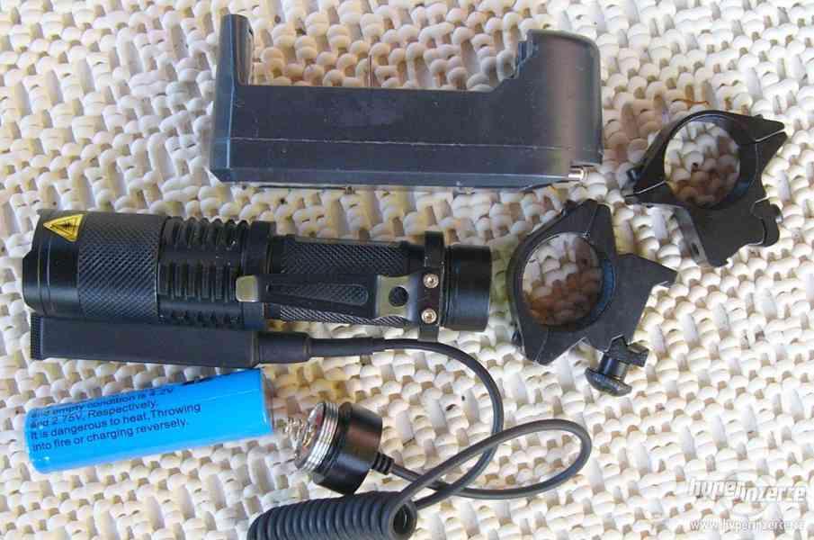 Taktická ZOOM svítilna CREE Q5 ,se spínačem a montáží