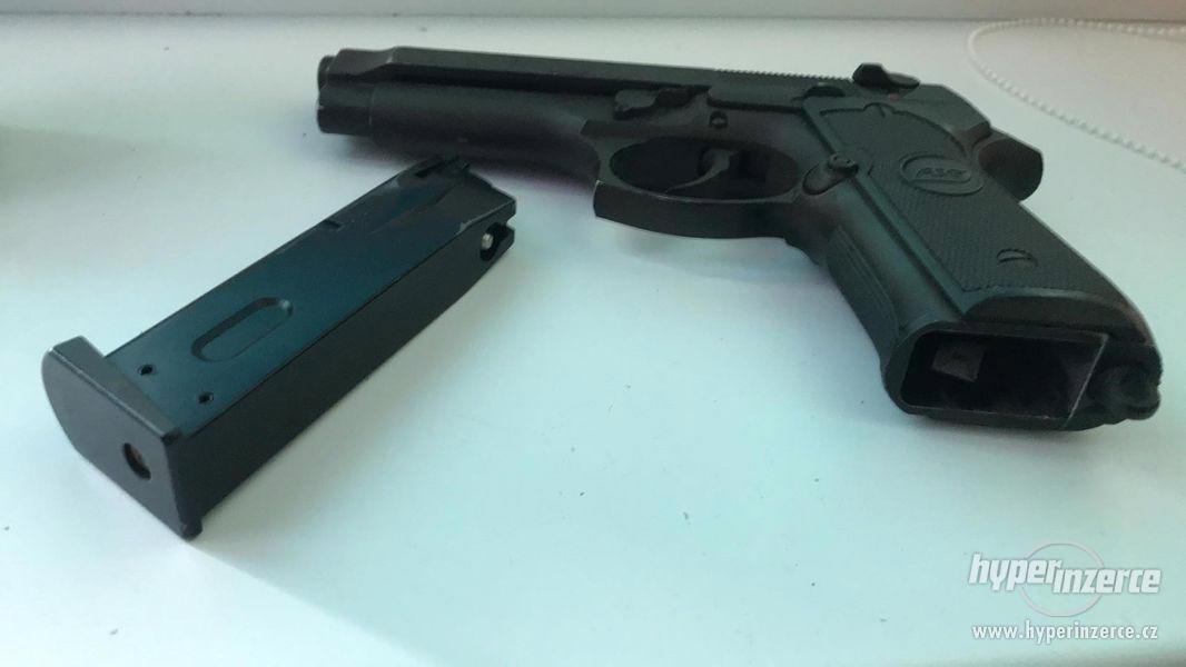 Plynova pistole Beretta 92F