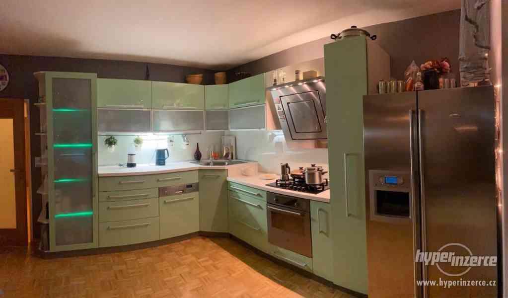 Luxusní Kuchyňská linka a Spotřebiče