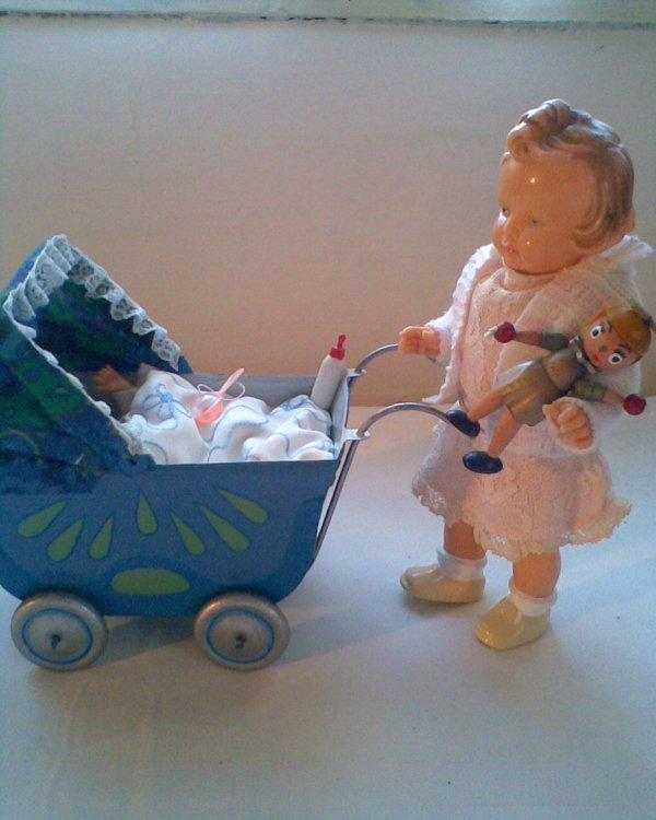 retro kočárky s panenkami jen