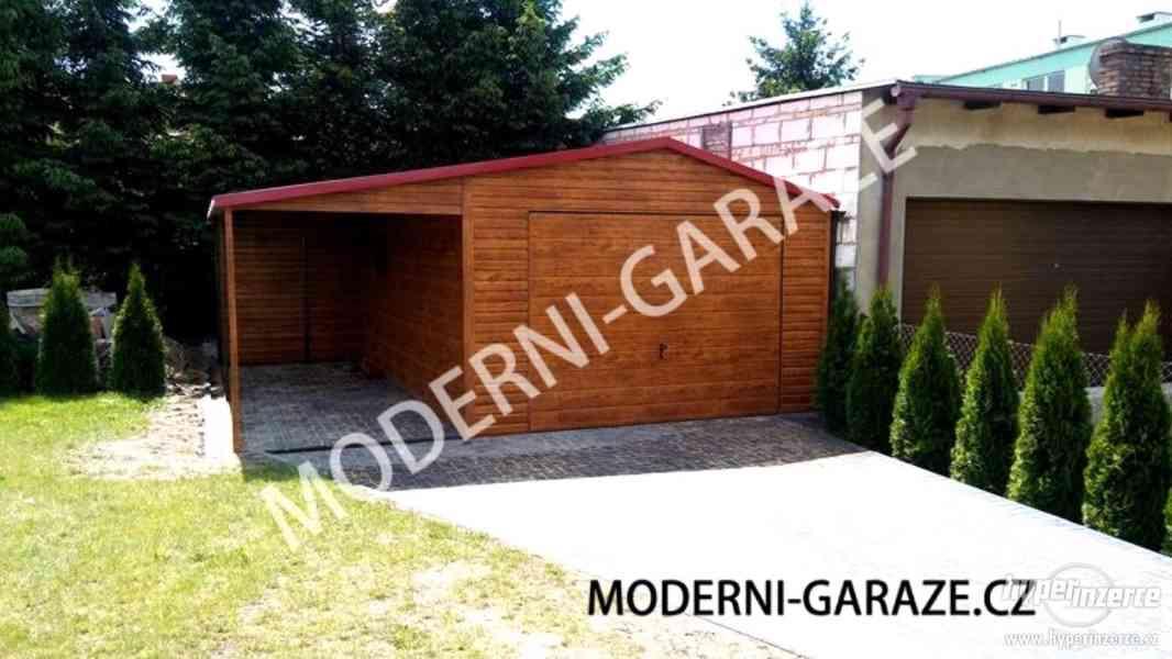 Stylová, plechová garáž s imitací dřeva 4x4m s přístřeškem