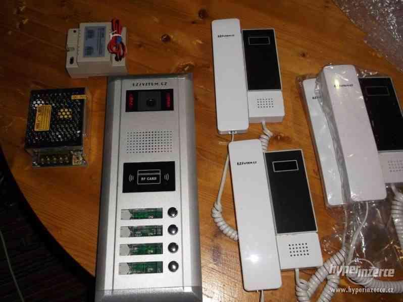 Systém audio video zvonků pro 4 byty, čtečka čipů
