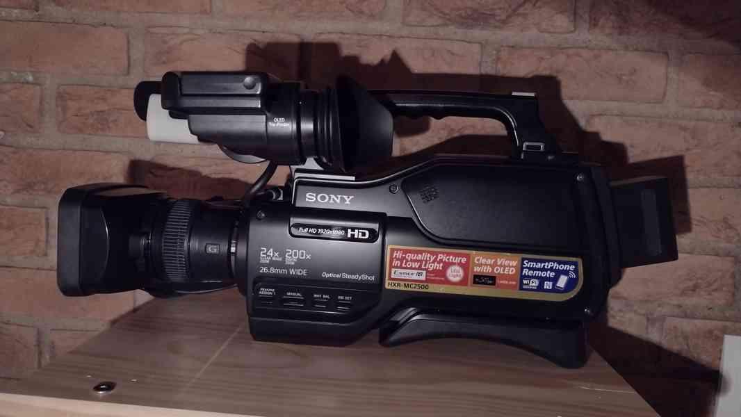 Digitální videokamera SONY HXR-MC2500