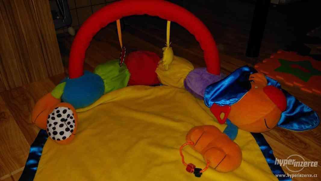 Hrací deka s hračkou