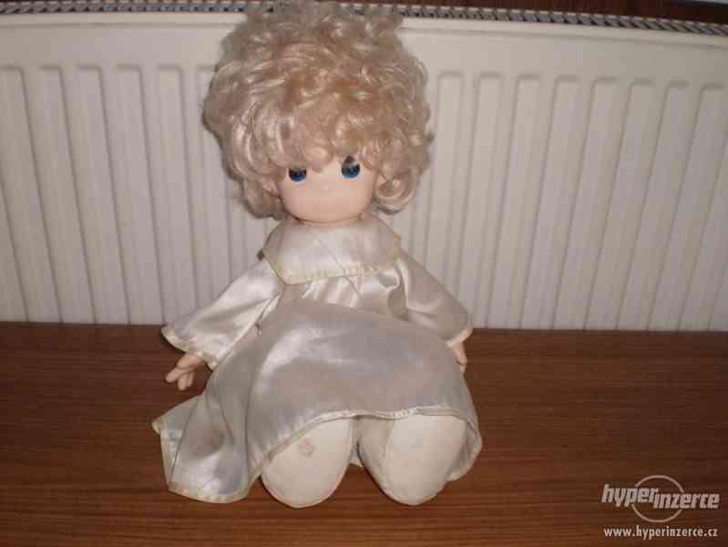Porcelánová značená panenka 43 cm