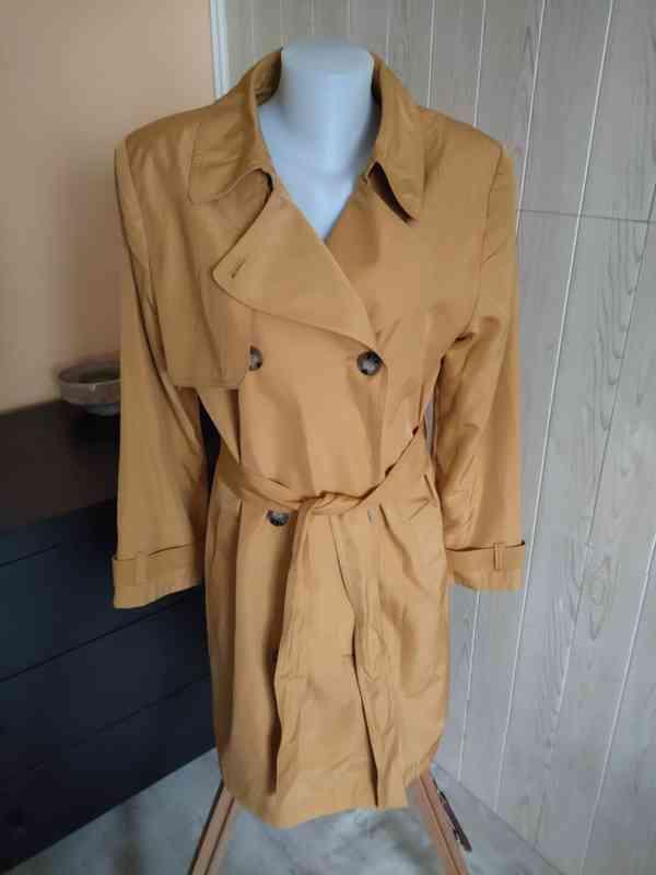 Krásný nový kabát v hořčicové barvě. Velikost 44