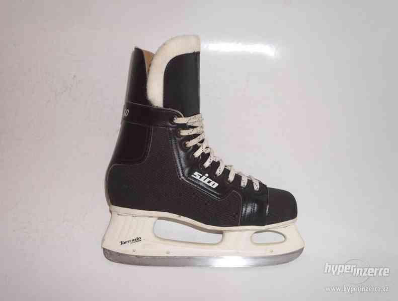Málo jeté juniorské hokejové dětské brusle 39 kanady vel. 25