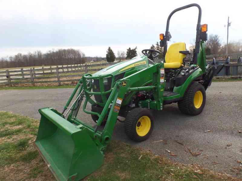 Traktor John Deere 1c02c5T