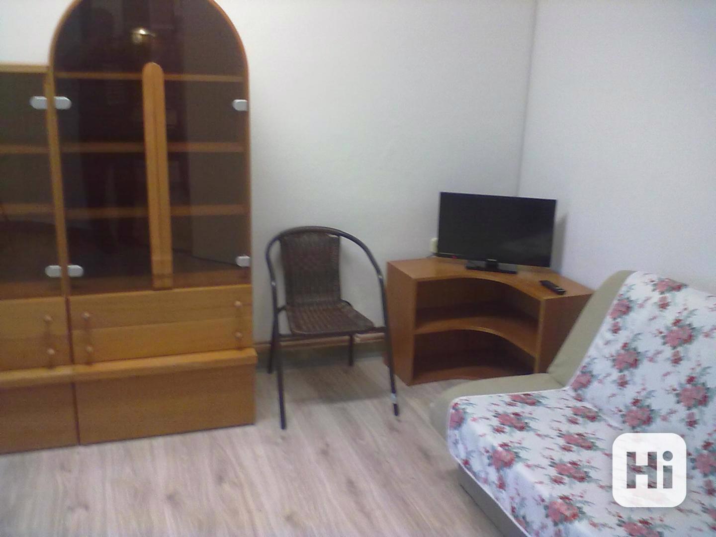 Pronájem vybaveného bytu 1+1, v Přáslavicích  u Olomouce - foto 1