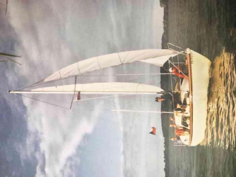 Kajutová plachetnice s přívěsem