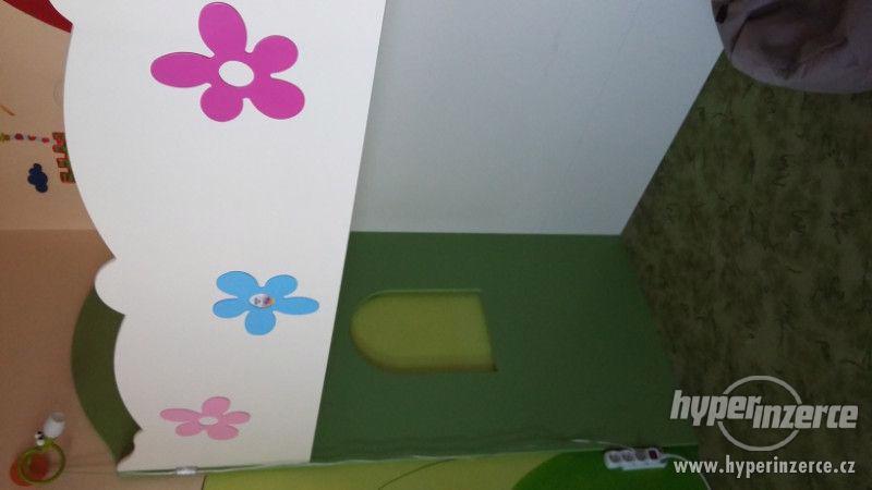 Vyvýšená dětská postel s úložnými prostory - foto 2