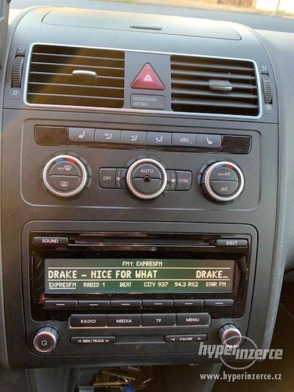 PRODÁM Volkswagen Touran 2.0 103 kW, DSG, parkovací asistent - foto 4
