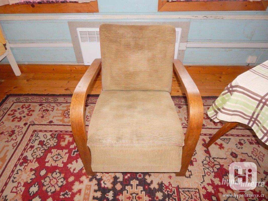 Starožitná křesla a stolek Halabala. - foto 1