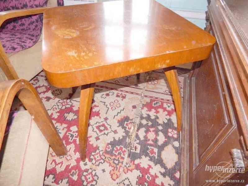 Starožitná křesla a stolek Halabala. - foto 3