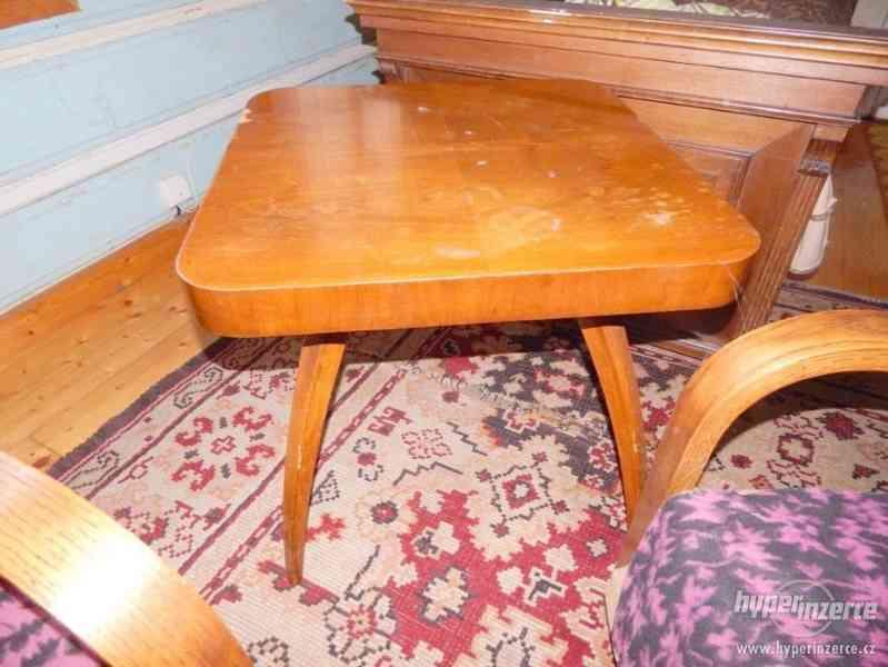 Starožitná křesla a stolek Halabala. - foto 4