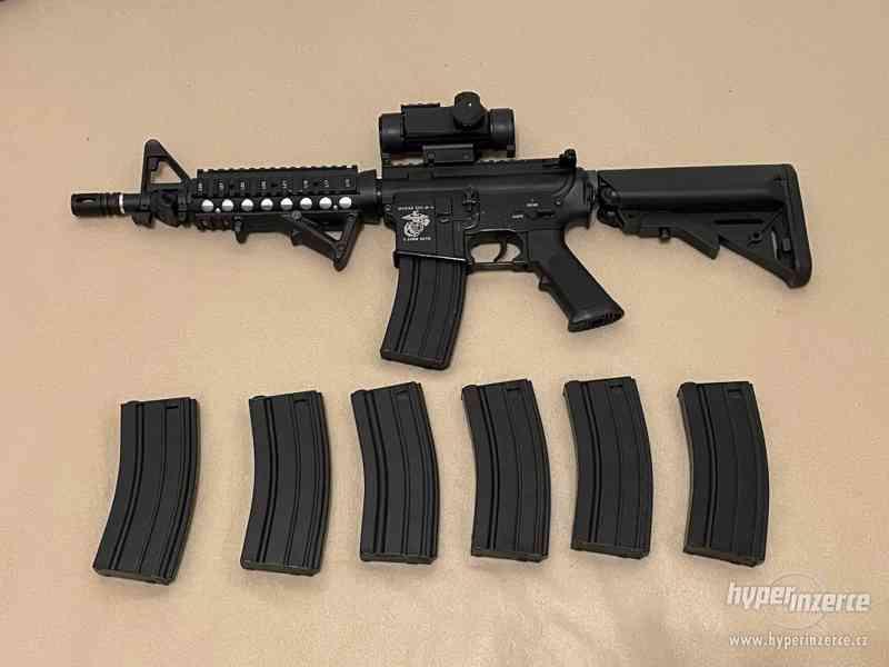 Airsoftová zbraň M4 E&C s příslušenstvím