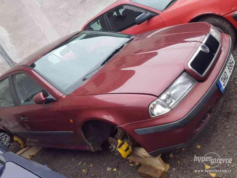 prodám veškeré náhradní díly z těchto aut viz foto - foto 5