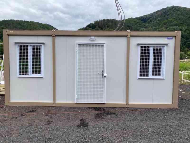 Obytná buňka 240x600 cm, včetně mříží na okna i dveře  - foto 5