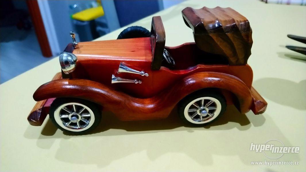 sbírka dřevěných figurek - foto 1