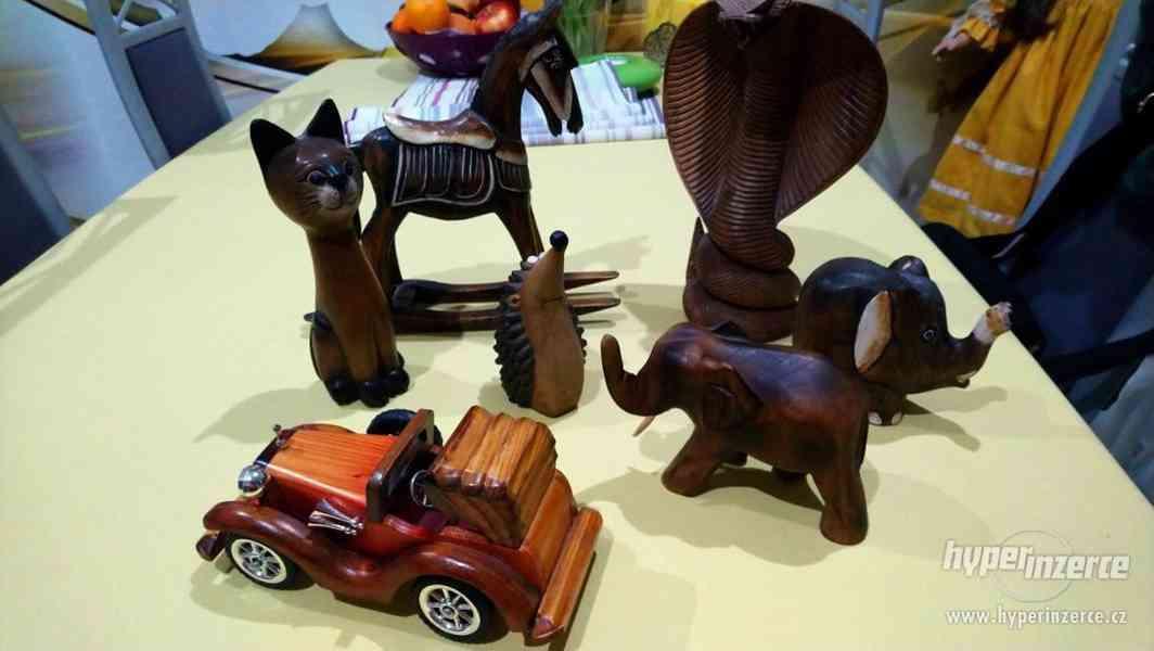 sbírka dřevěných figurek - foto 2