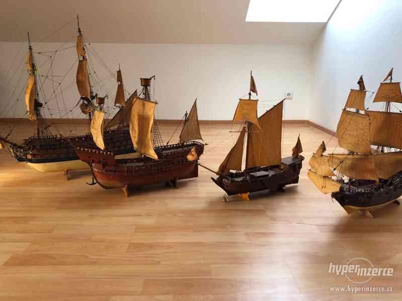 Model dřevěné lodě