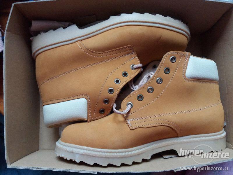 Pracovní boty nebo zimní boty