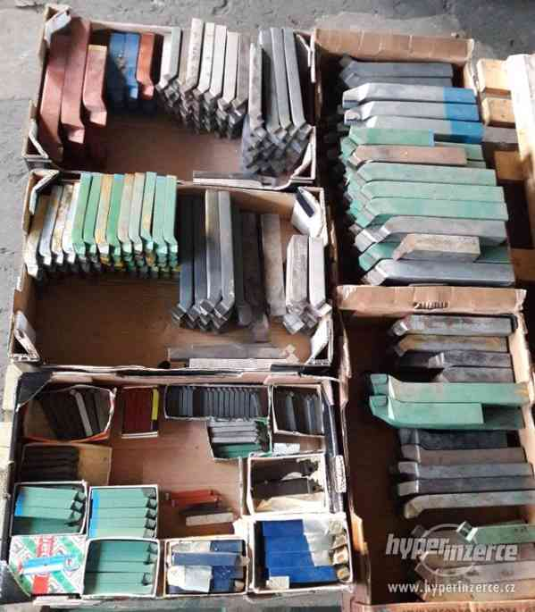 Na prodej soustružnické nože různych typů a velikostí