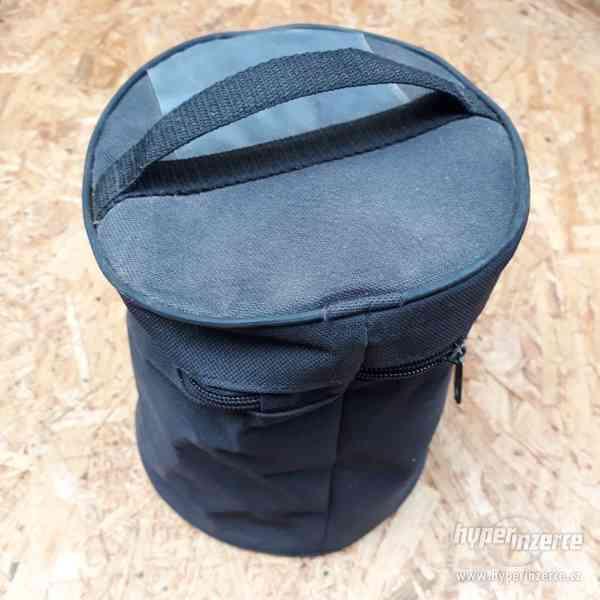 Kruhový textilní obal s víkem na zip, průměr 17cm.
