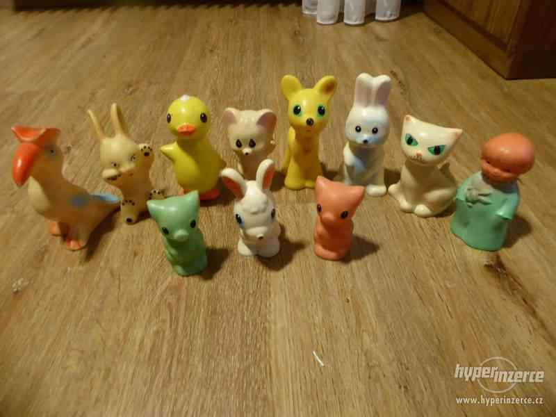 Gumové staré hračky