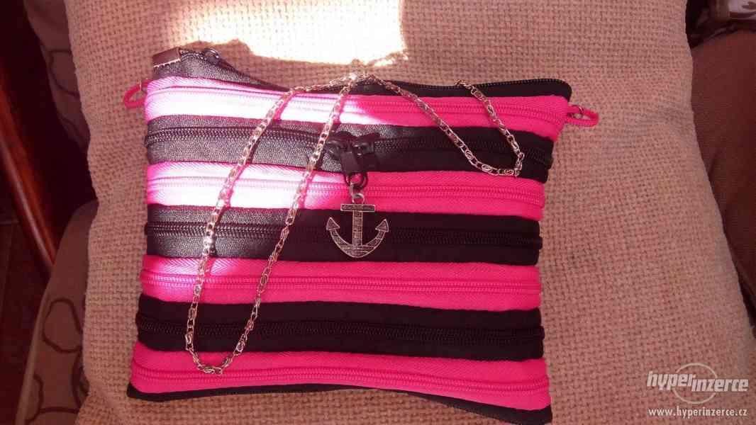 Moderní zipová kabelka