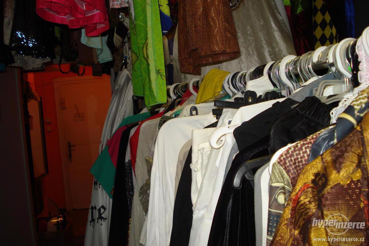 PRODÁM Kostýmy , masky, ples, šaty. PRODÁM. - foto 1