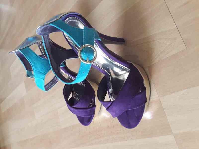 Dámské boty na vysokém podpatku