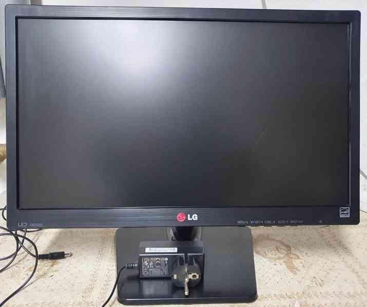 """Prodám 19"""" LCD monitor LG 19EN33SA - foto 5"""