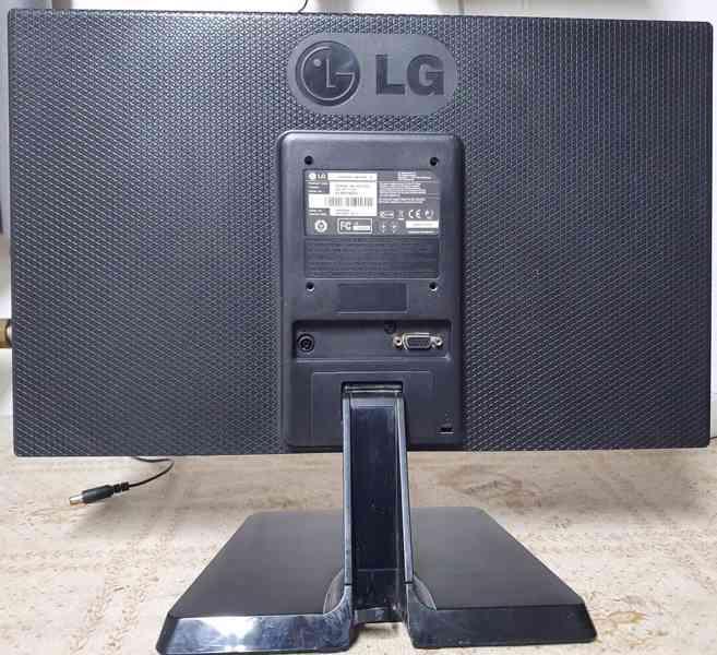 """Prodám 19"""" LCD monitor LG 19EN33SA - foto 2"""