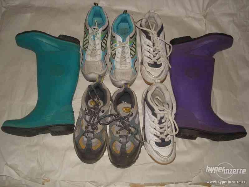 Dětské boty. Mix dívčích/chlapeckých tenisek a botek, puzzle