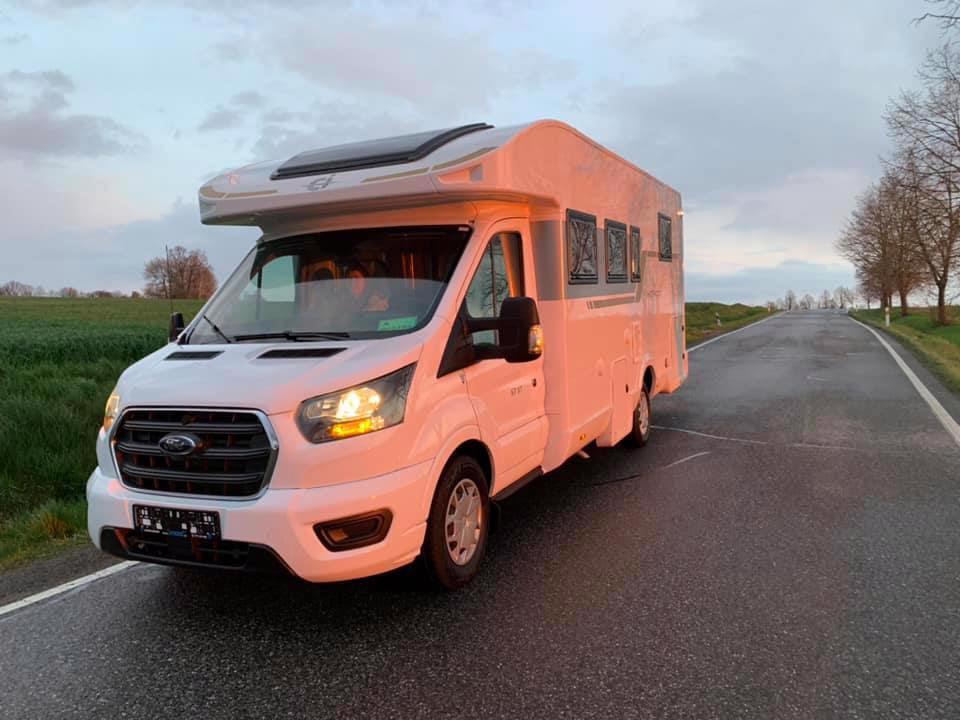 Pronajmu karavan - FORD (2021) Nový - foto 1