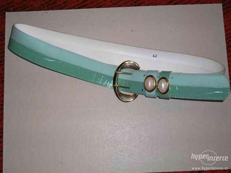 Dámská kabelka lakovaná + pásky - foto 3