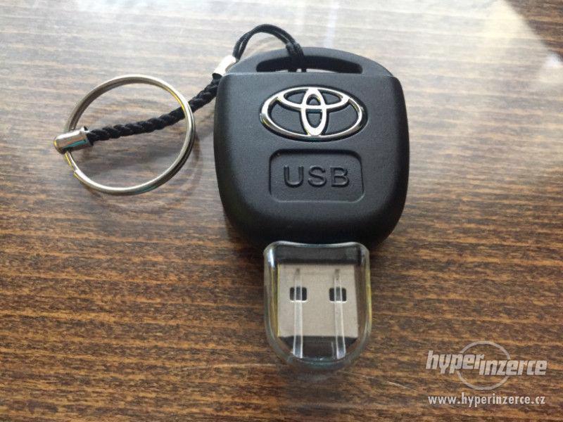 USB flash disk 32 GB klíč Toyota v dárkové krabičce - foto 3
