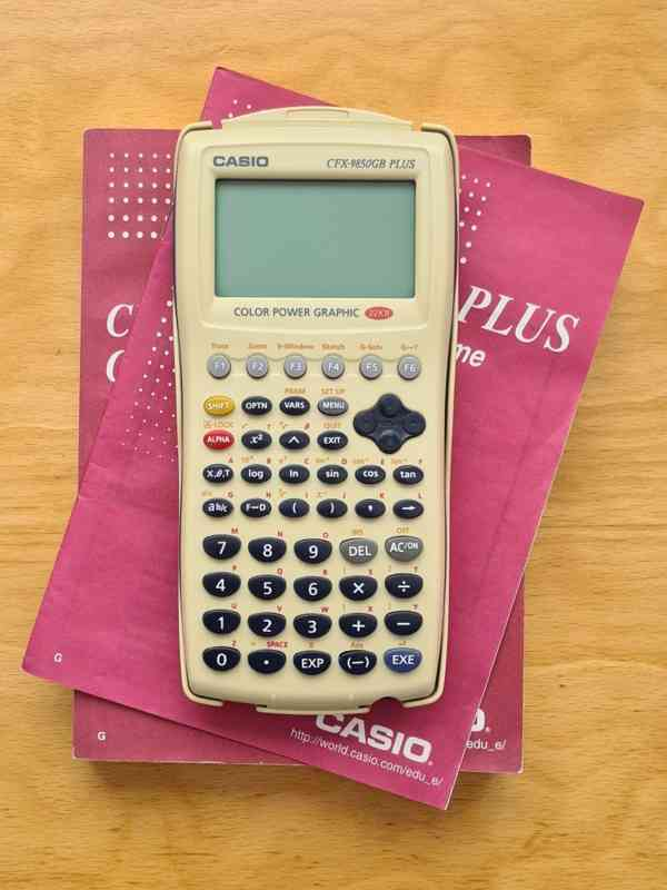 Plně grafický kalkulátor Casio CFX-9850GB Plus
