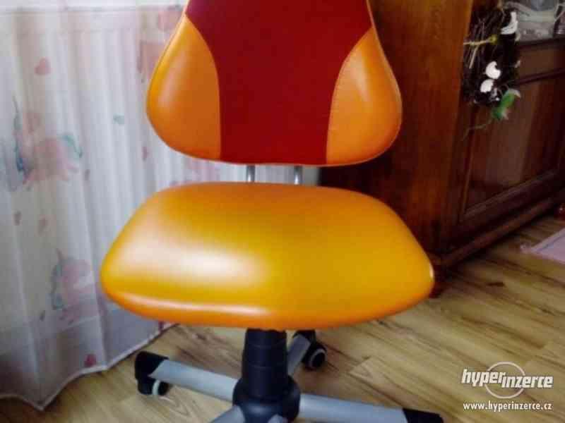 Dvě dětské, rostoucí židle