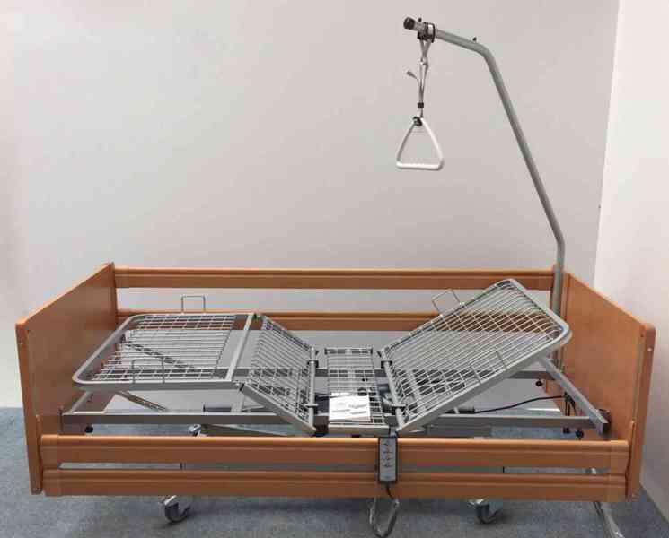 Invalidní elektrická polohovací postel
