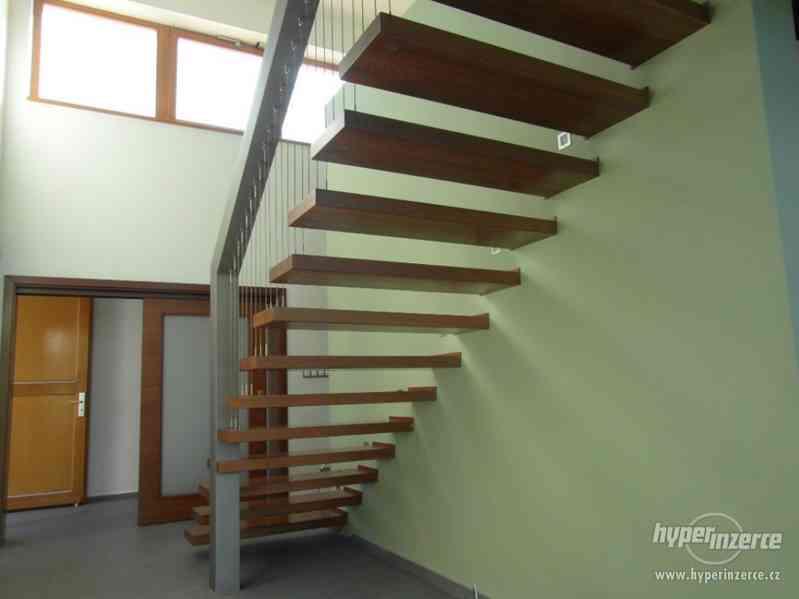Malířské služby od profesionálního malíře pokojů - foto 1