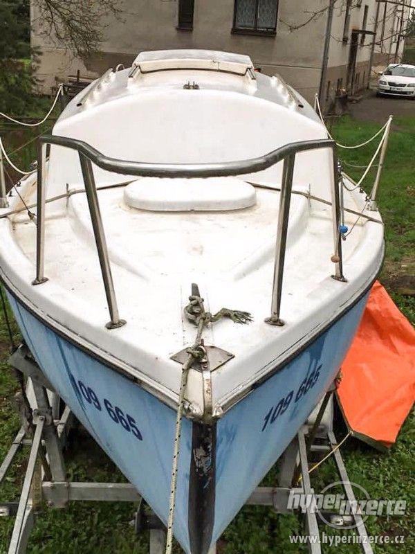 Kajutová plachetnice Friendship 23+přívěs KALF