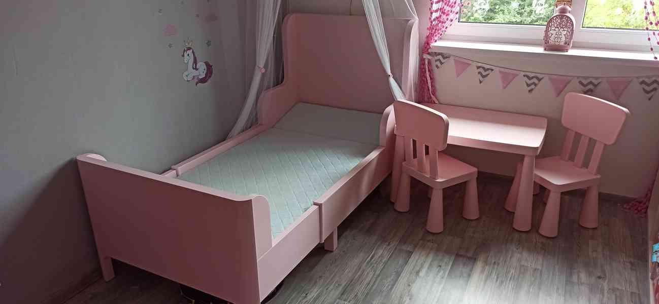 Dětský růžový nábytek
