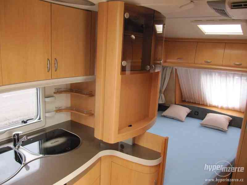 Prodám karavan Hobby 460 ufe,model 2008 + klima + před stan. - foto 17