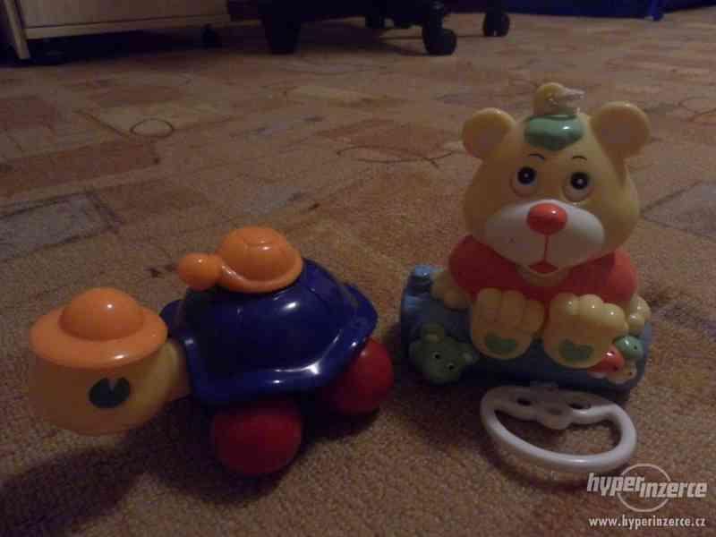 Želva a hrací medvídek