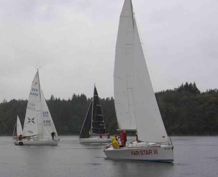 Prodám závodní kajutovou plachetnici AVAR A 26 - foto 1